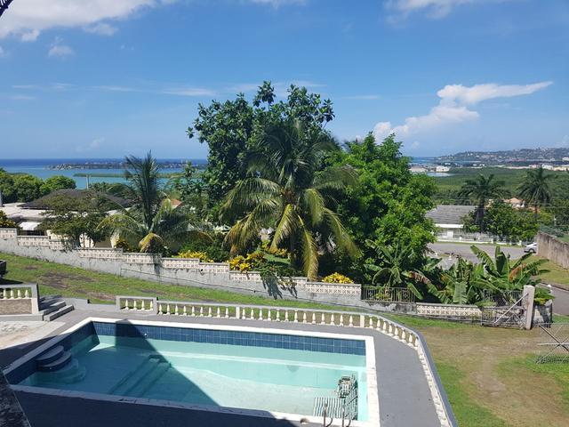 http://images.realtyserver.com/photo_server.php?btnSubmit=GetPhoto&board=jamaica&name=00006639.L03