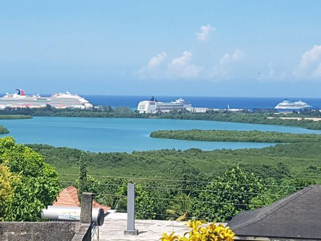 http://images.realtyserver.com/photo_server.php?btnSubmit=GetPhoto&board=jamaica&name=00006639.L08
