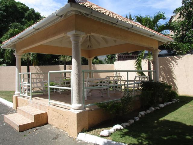 http://images.realtyserver.com/photo_server.php?btnSubmit=GetPhoto&board=jamaica&name=00009684.L06