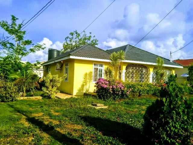 http://images.realtyserver.com/photo_server.php?btnSubmit=GetPhoto&board=jamaica&name=000096E3.L03