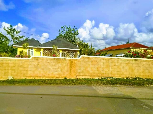 http://images.realtyserver.com/photo_server.php?btnSubmit=GetPhoto&board=jamaica&name=000096E3.L12