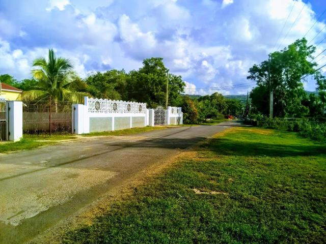 http://images.realtyserver.com/photo_server.php?btnSubmit=GetPhoto&board=jamaica&name=000096E3.L13