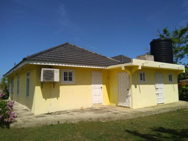 http://images.realtyserver.com/photo_server.php?btnSubmit=GetPhoto&board=jamaica&name=000096E3.L15