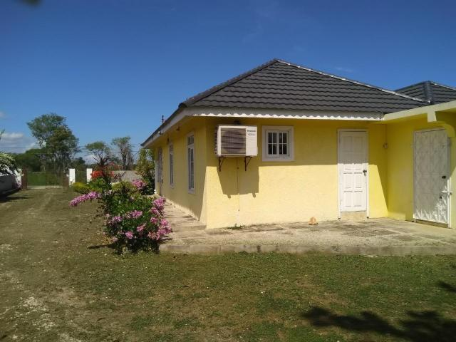 http://images.realtyserver.com/photo_server.php?btnSubmit=GetPhoto&board=jamaica&name=000096E3.L16