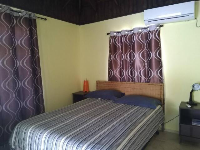 http://images.realtyserver.com/photo_server.php?btnSubmit=GetPhoto&board=jamaica&name=000096E3.L23