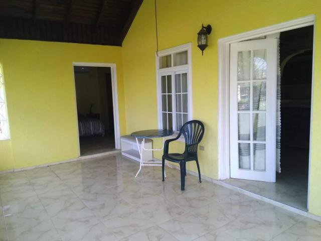 http://images.realtyserver.com/photo_server.php?btnSubmit=GetPhoto&board=jamaica&name=000096E3.L27