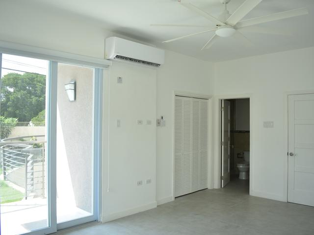http://images.realtyserver.com/photo_server.php?btnSubmit=GetPhoto&board=jamaica&name=00009926.L58