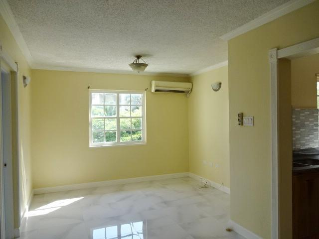 http://images.realtyserver.com/photo_server.php?btnSubmit=GetPhoto&board=jamaica&name=00009DD2.L05