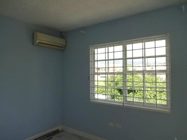 http://images.realtyserver.com/photo_server.php?btnSubmit=GetPhoto&board=jamaica&name=00009DD2.L12
