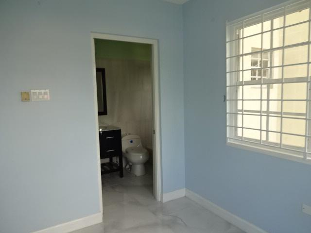 http://images.realtyserver.com/photo_server.php?btnSubmit=GetPhoto&board=jamaica&name=00009DD2.L16
