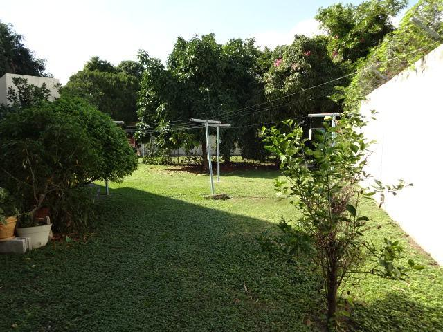 http://images.realtyserver.com/photo_server.php?btnSubmit=GetPhoto&board=jamaica&name=00009DD2.L20