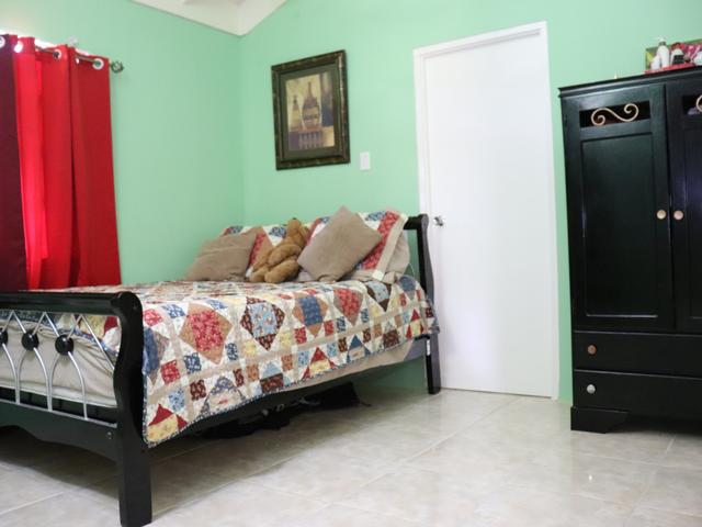 http://images.realtyserver.com/photo_server.php?btnSubmit=GetPhoto&board=jamaica&name=0000A04A.L15