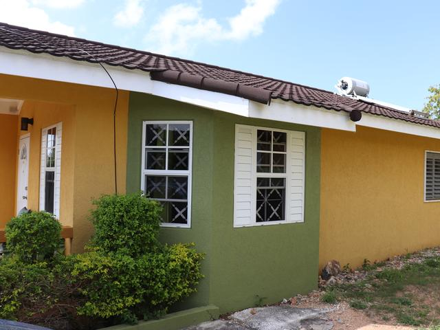http://images.realtyserver.com/photo_server.php?btnSubmit=GetPhoto&board=jamaica&name=0000A04A.L19