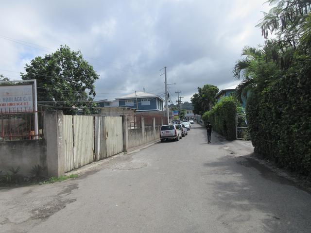 http://images.realtyserver.com/photo_server.php?btnSubmit=GetPhoto&board=jamaica&name=0000A05E.L02