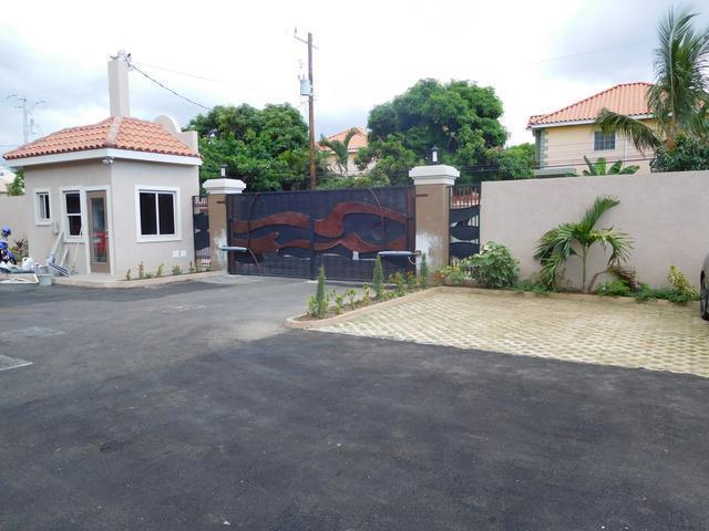 http://images.realtyserver.com/photo_server.php?btnSubmit=GetPhoto&board=jamaica&name=0000A17C.L01