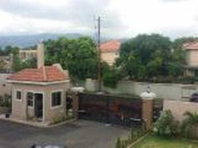 http://images.realtyserver.com/photo_server.php?btnSubmit=GetPhoto&board=jamaica&name=0000A17C.L02