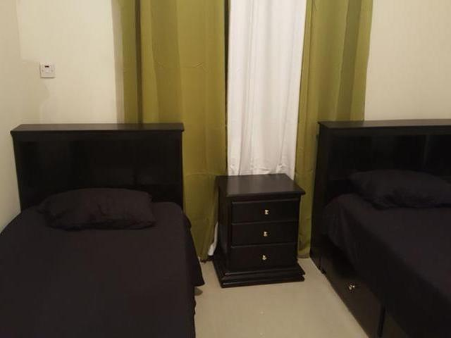 http://images.realtyserver.com/photo_server.php?btnSubmit=GetPhoto&board=jamaica&name=0000A17C.L07