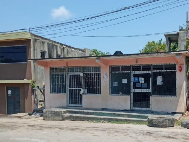 http://images.realtyserver.com/photo_server.php?btnSubmit=GetPhoto&board=jamaica&name=0000A3EE.L02