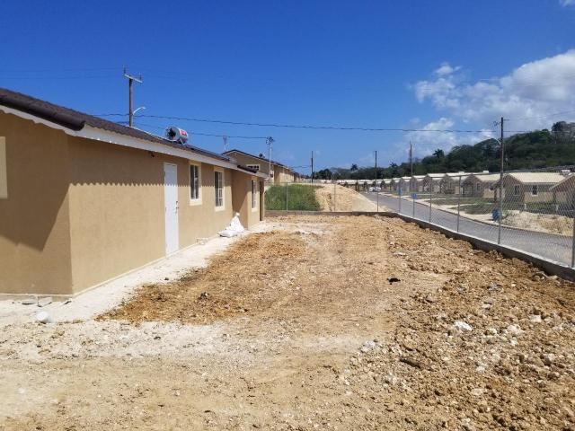 http://images.realtyserver.com/photo_server.php?btnSubmit=GetPhoto&board=jamaica&name=0000A40F.L14