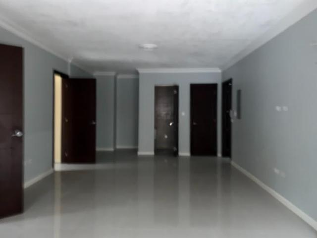 http://images.realtyserver.com/photo_server.php?btnSubmit=GetPhoto&board=jamaica&name=0000A434.L18