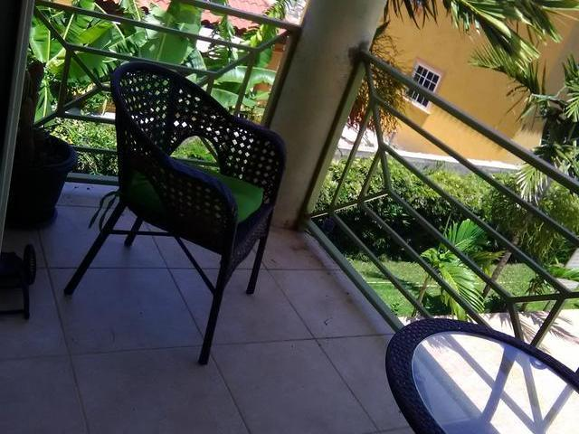 http://images.realtyserver.com/photo_server.php?btnSubmit=GetPhoto&board=jamaica&name=0000A491.L16