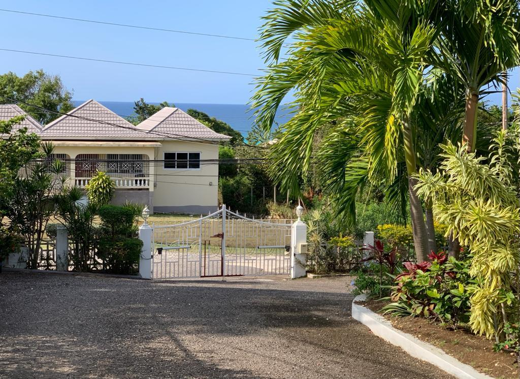 http://images.realtyserver.com/photo_server.php?btnSubmit=GetPhoto&board=jamaica&name=0000A50B.L24