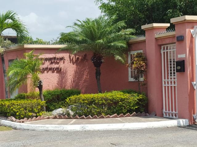 http://images.realtyserver.com/photo_server.php?btnSubmit=GetPhoto&board=jamaica&name=0000A52F.L01