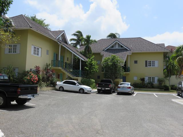 http://images.realtyserver.com/photo_server.php?btnSubmit=GetPhoto&board=jamaica&name=0000A597.L01