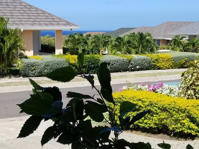 http://images.realtyserver.com/photo_server.php?btnSubmit=GetPhoto&board=jamaica&name=0000A5A4.L03