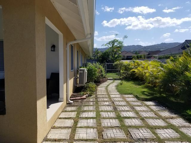 http://images.realtyserver.com/photo_server.php?btnSubmit=GetPhoto&board=jamaica&name=0000A5A4.L12
