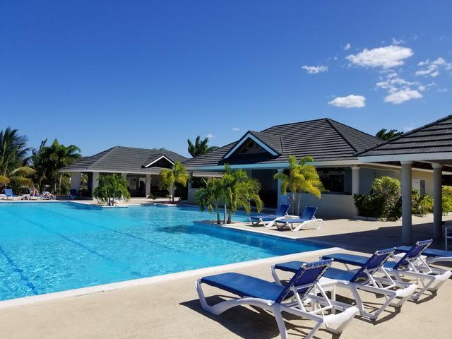 http://images.realtyserver.com/photo_server.php?btnSubmit=GetPhoto&board=jamaica&name=0000A5A4.L14