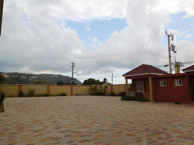 http://images.realtyserver.com/photo_server.php?btnSubmit=GetPhoto&board=jamaica&name=0000A5B7.L23