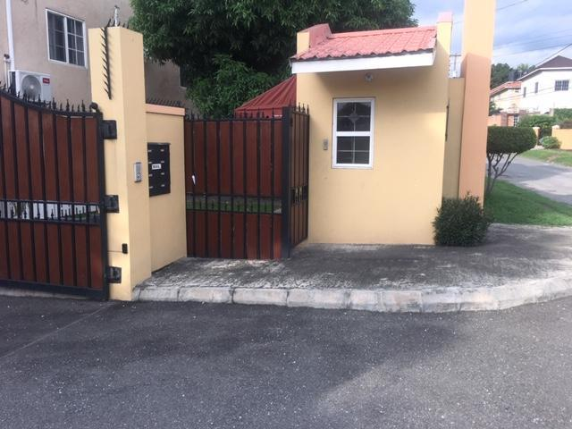 http://images.realtyserver.com/photo_server.php?btnSubmit=GetPhoto&board=jamaica&name=0000A5D4.L03