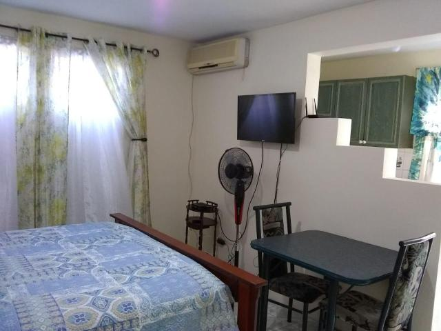 http://images.realtyserver.com/photo_server.php?btnSubmit=GetPhoto&board=jamaica&name=0000A6B3.L04