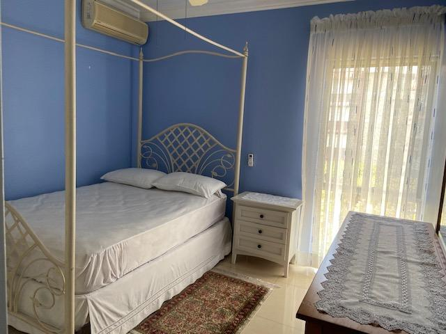 http://images.realtyserver.com/photo_server.php?btnSubmit=GetPhoto&board=jamaica&name=0000A6D6.L13