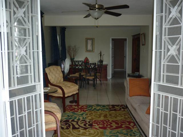 http://images.realtyserver.com/photo_server.php?btnSubmit=GetPhoto&board=jamaica&name=0000A6FD.L01