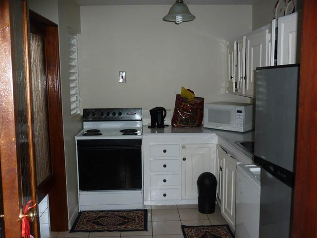 http://images.realtyserver.com/photo_server.php?btnSubmit=GetPhoto&board=jamaica&name=0000A6FD.L04