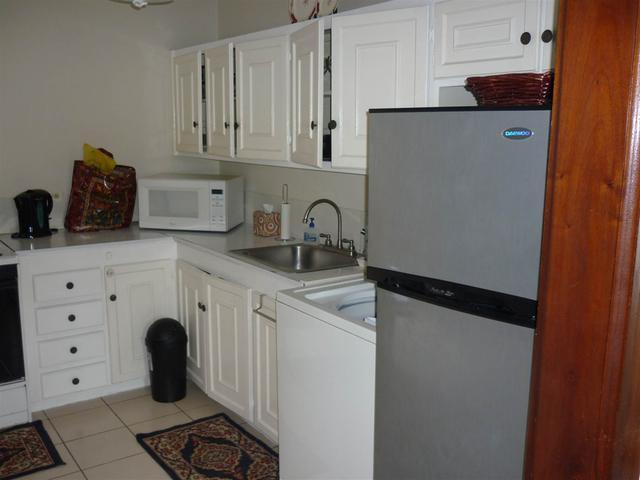 http://images.realtyserver.com/photo_server.php?btnSubmit=GetPhoto&board=jamaica&name=0000A6FD.L05