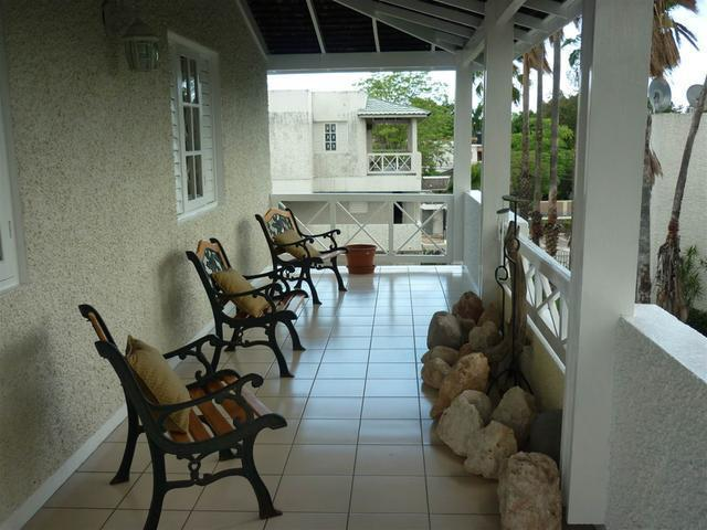 http://images.realtyserver.com/photo_server.php?btnSubmit=GetPhoto&board=jamaica&name=0000A6FD.L10