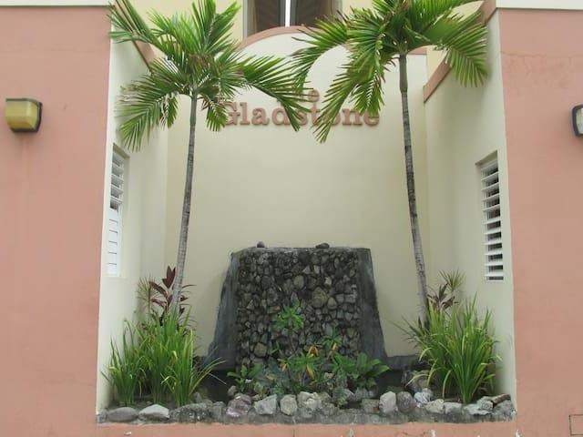 http://images.realtyserver.com/photo_server.php?btnSubmit=GetPhoto&board=jamaica&name=0000A70A.L03