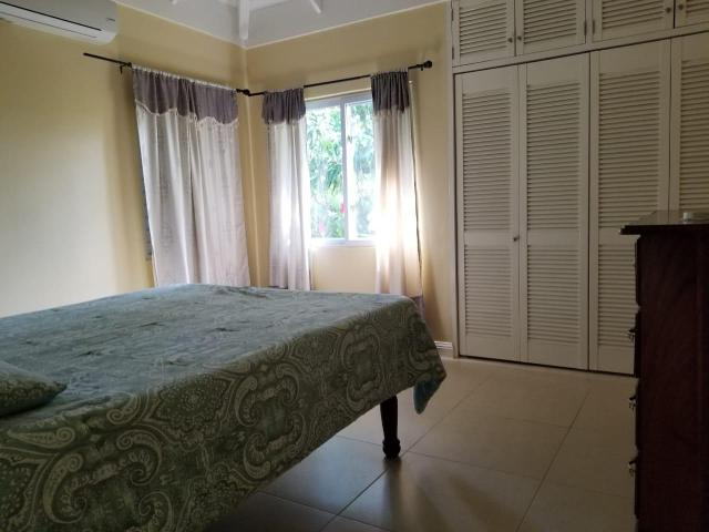 http://images.realtyserver.com/photo_server.php?btnSubmit=GetPhoto&board=jamaica&name=0000A836.L06