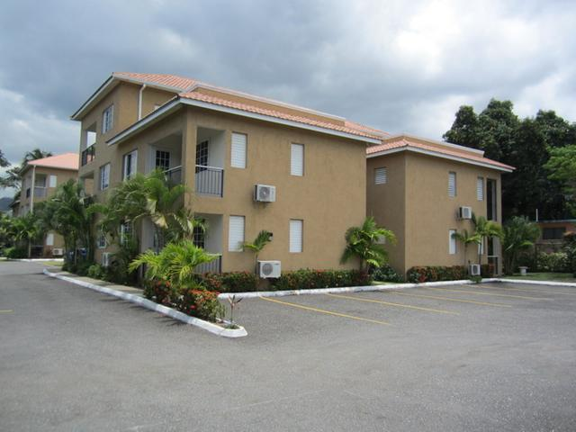 http://images.realtyserver.com/photo_server.php?btnSubmit=GetPhoto&board=jamaica&name=0000A93D.L01