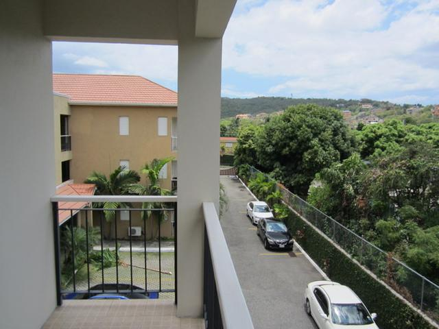http://images.realtyserver.com/photo_server.php?btnSubmit=GetPhoto&board=jamaica&name=0000A93D.L19