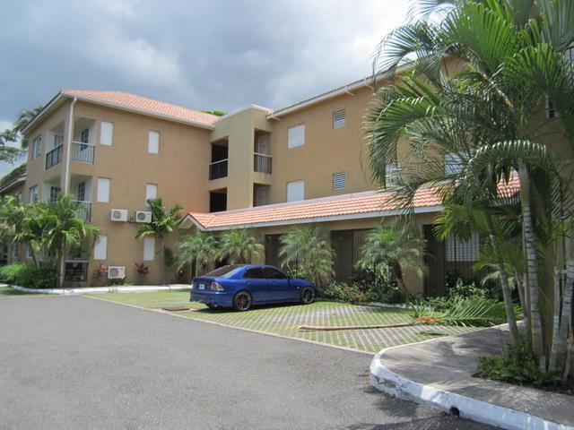 http://images.realtyserver.com/photo_server.php?btnSubmit=GetPhoto&board=jamaica&name=0000A93D.L21