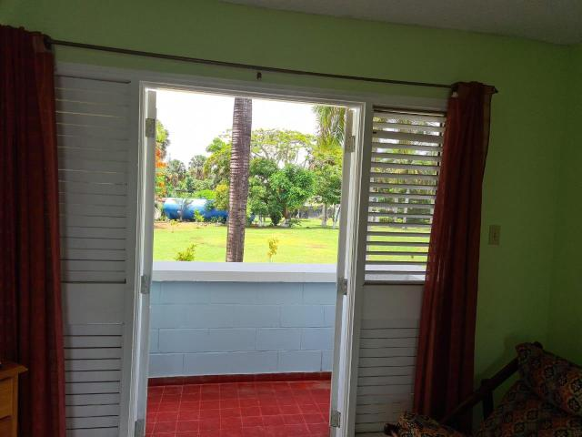 http://images.realtyserver.com/photo_server.php?btnSubmit=GetPhoto&board=jamaica&name=0000AA37.L07