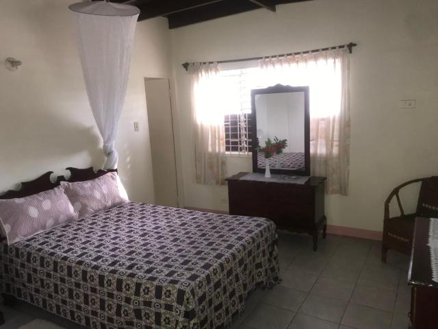 http://images.realtyserver.com/photo_server.php?btnSubmit=GetPhoto&board=jamaica&name=0000AA51.L01