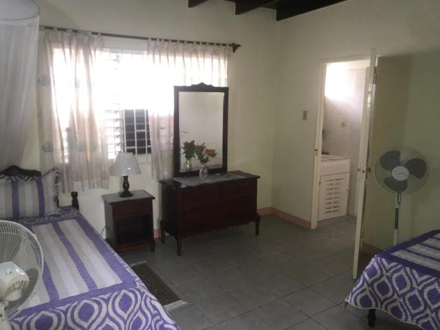 http://images.realtyserver.com/photo_server.php?btnSubmit=GetPhoto&board=jamaica&name=0000AA51.L06