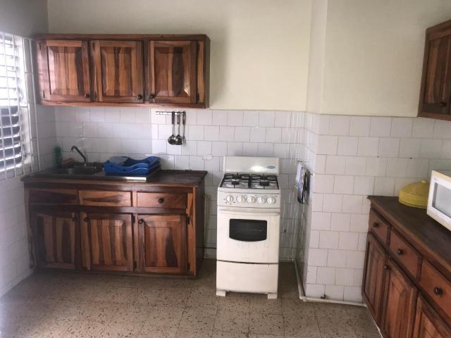 http://images.realtyserver.com/photo_server.php?btnSubmit=GetPhoto&board=jamaica&name=0000AA51.L16