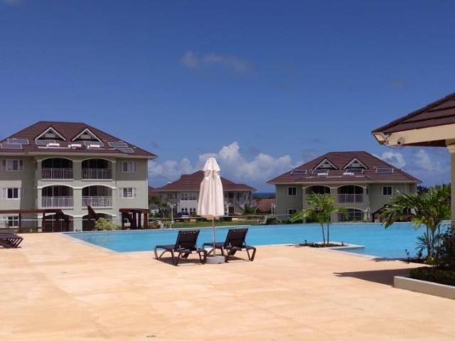 http://images.realtyserver.com/photo_server.php?btnSubmit=GetPhoto&board=jamaica&name=0000AB06.L12