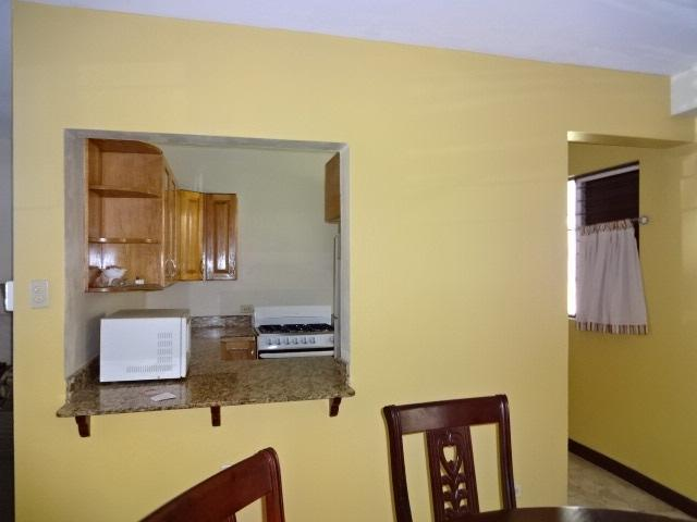 http://images.realtyserver.com/photo_server.php?btnSubmit=GetPhoto&board=jamaica&name=0000AB72.L05